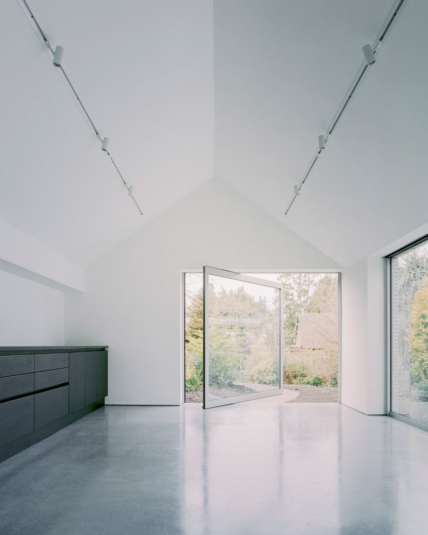 Minimalist House Design Pictures Best Of Over the Edge is A Minimalist House with A Cantilevered Corner