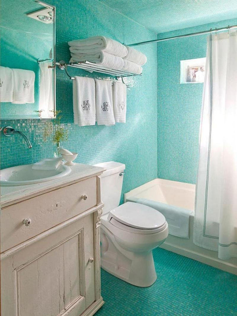 Bathroom in a mesmerizing shade of turquoise