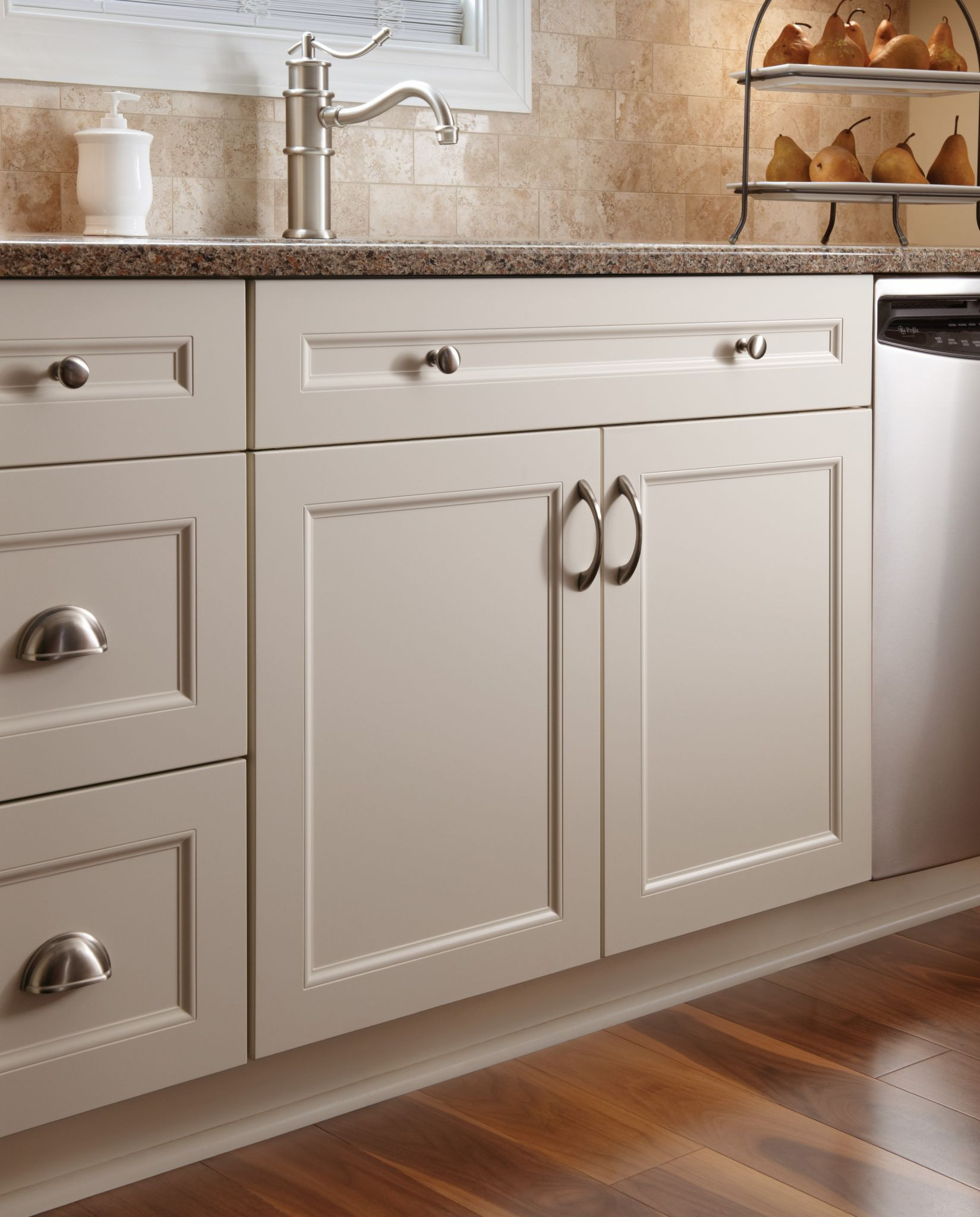 Where to Put Knobs On Cabinet Doors Awesome Cabinet Hardware Placement