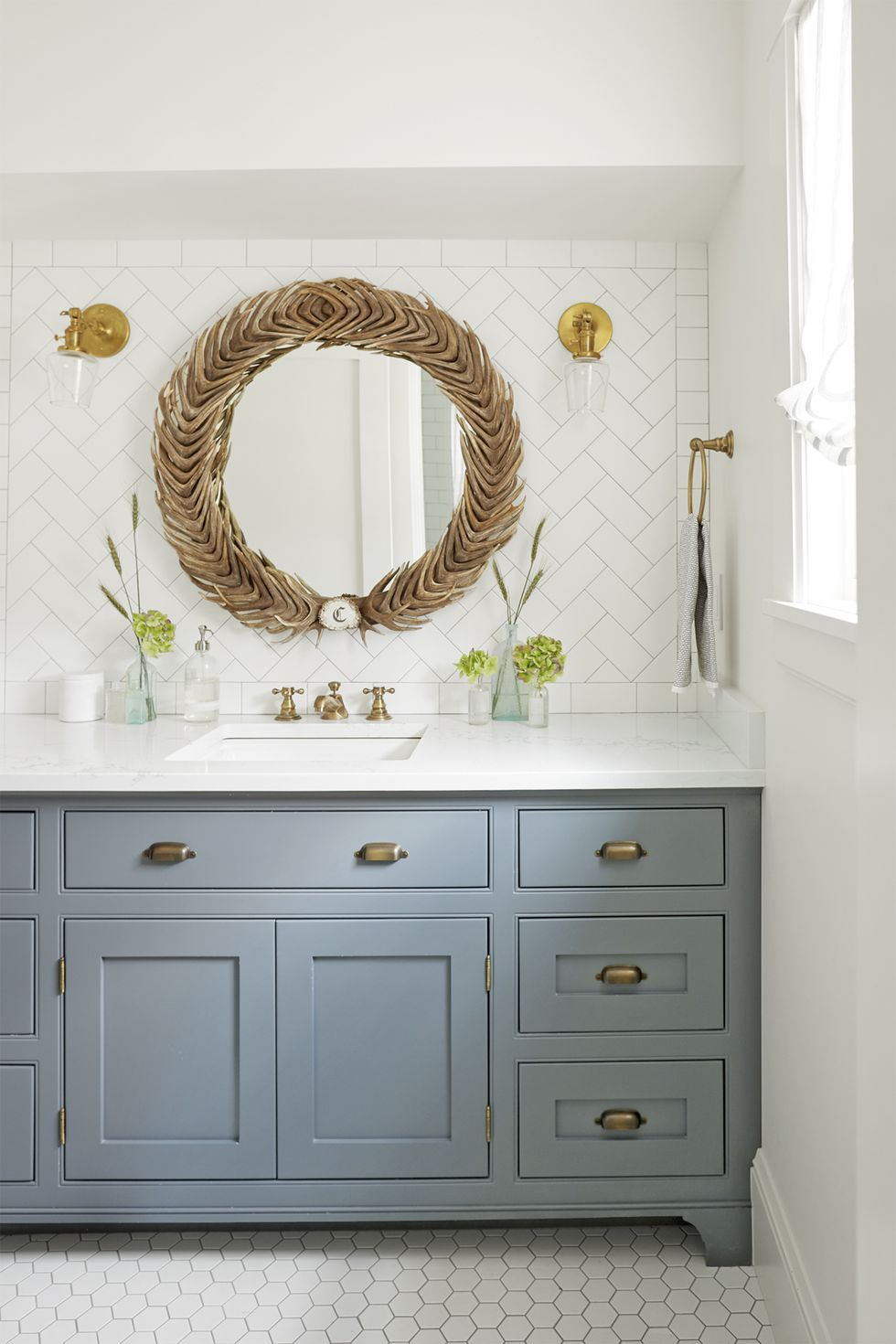 bathroom decor ideas mirror antler