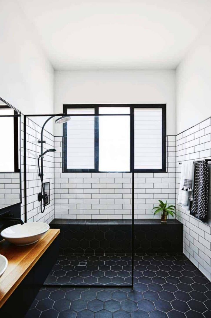 Black and White Tile Bathroom Decorating Ideas 2020