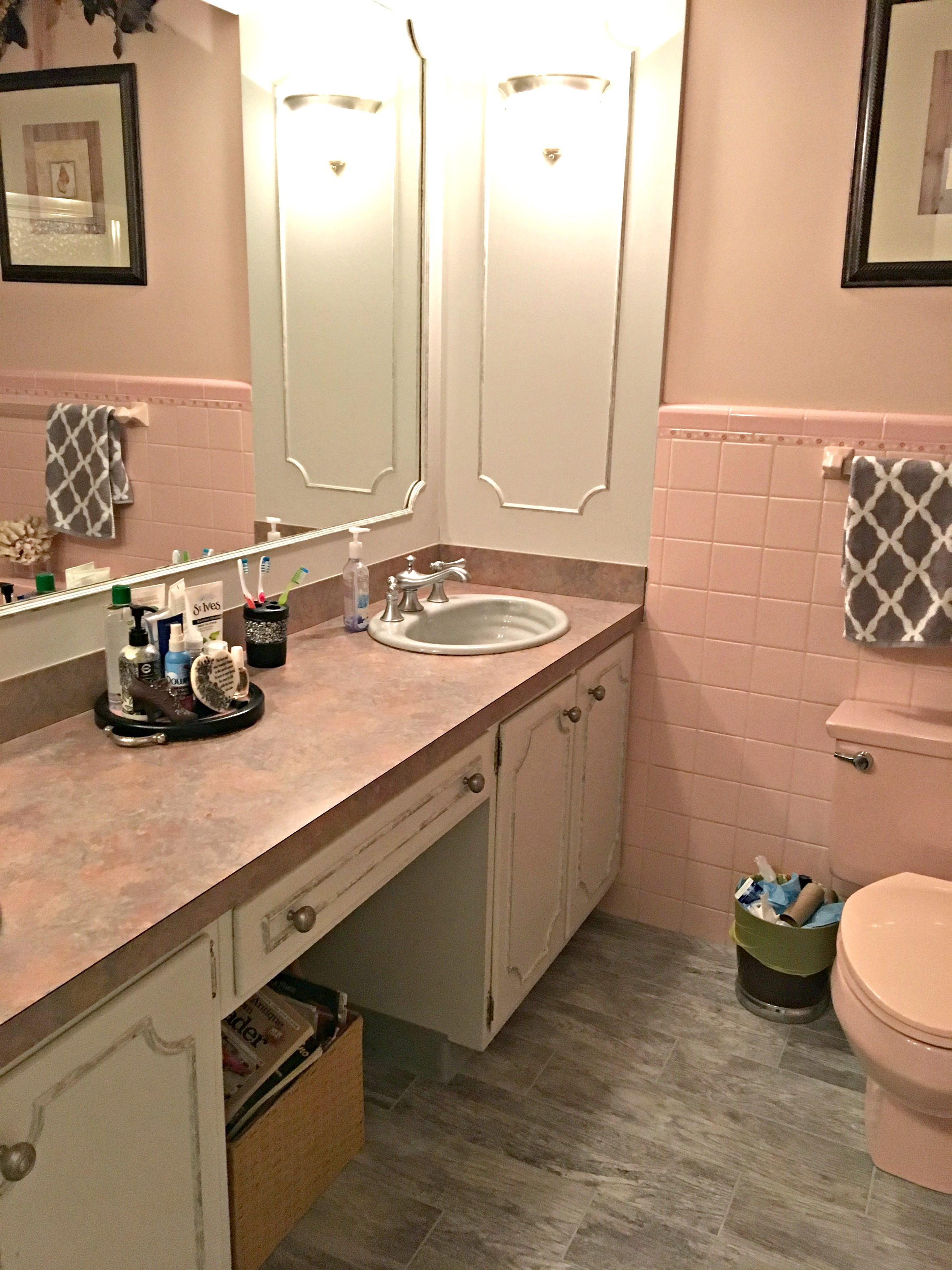 Paint colours to update a pink bathroom and countertop