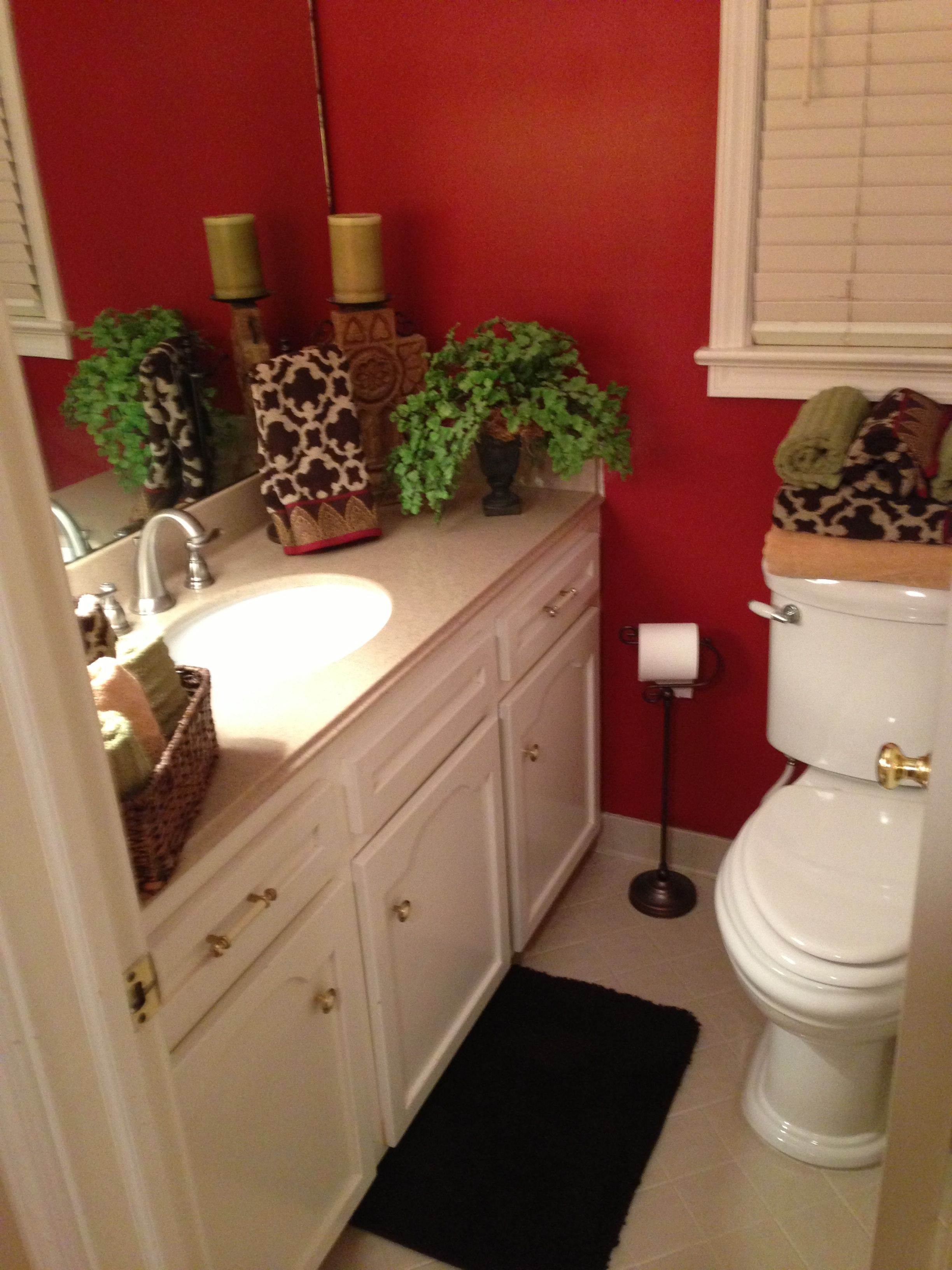 small bathroom decorations with red bay paint from sherwin williams