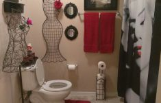 Red Bathroom Decor Ideas Awesome Luv The Red And Black Marilyn Monroe Bathroom