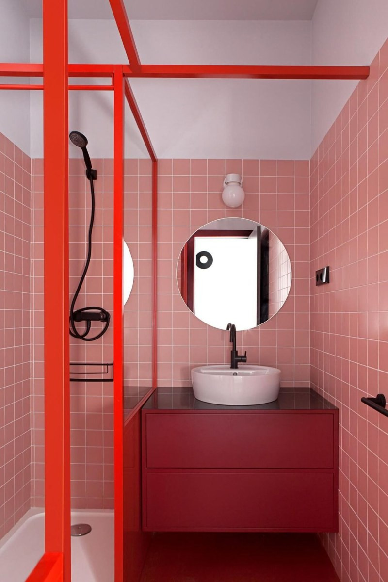 Relaxing Red Bathroom Decor Ideas 40